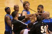 [高清组图]NBA总决赛Ⅵ:热火小牛赛场大冲突