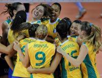 [高清组图]大运会中国女排0-3完败巴西摘银