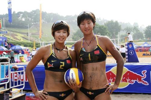 中国沙滩排球组合,男子吴徐组合、女子薛张搭档.据国家体育高清图片