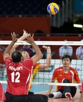 [高清组图]残奥会坐式排球――中国队赛前训练