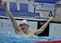 [高清组图]杨博尊夺得SB11级男子100米蛙泳冠军